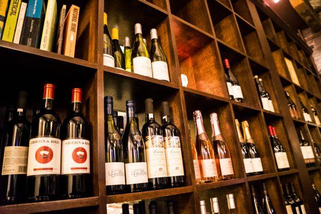 wine-bar-at-thali-west-street-market-reno